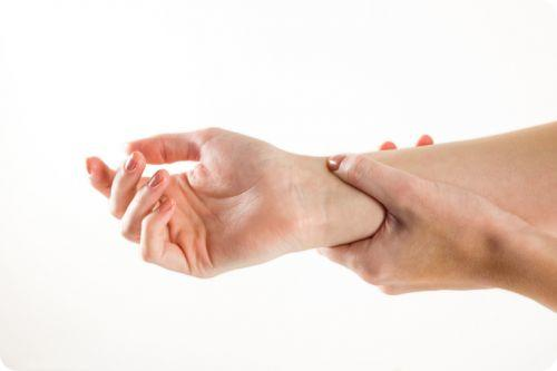 how to do acupressure points in hand